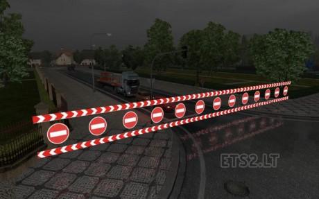 Road-closed-and-warning-Sign-1