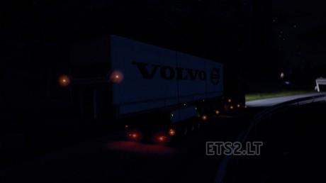 volvo-trailer-at-night