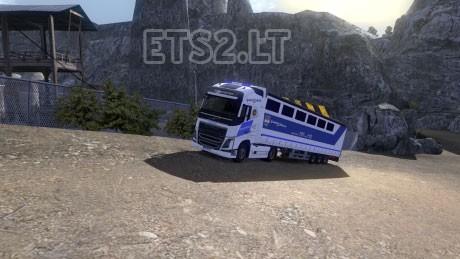 Hungary-Prisoner-Transport-1