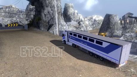 Hungary-Prisoner-Transport-3