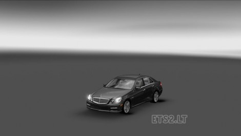 Mercedes E63 AMG-1
