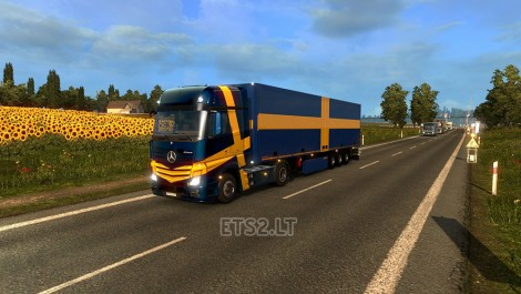Trailer-with-Swedish-Flags-1