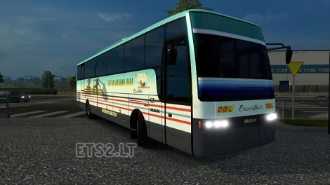 Adiputro-Vanhool-Bus-1